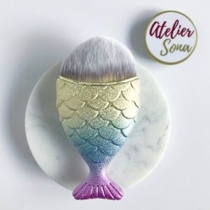 💜 Mermaid Fishtail Brush - Pastel Colored